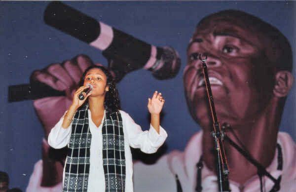 Mayra Andrade canta vários temas do Pantera